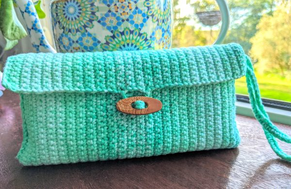 crochet green clutch with button