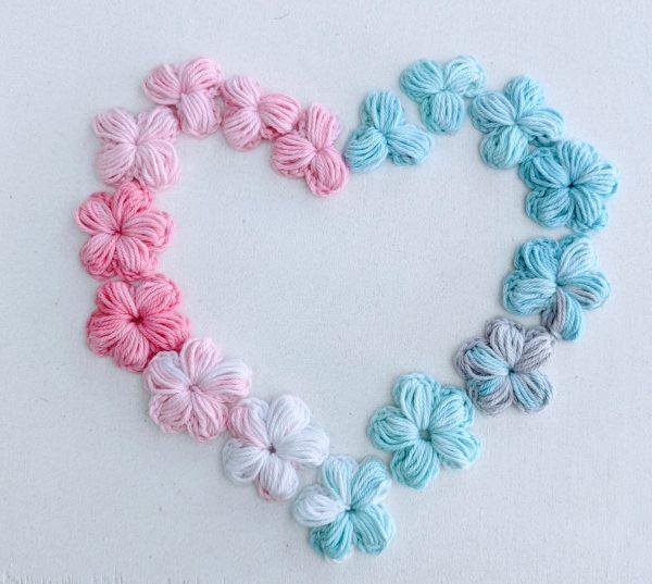 Fleurs au crochet en forme de coeur
