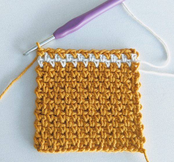 gold and white sample of moss stitch crochet with hook