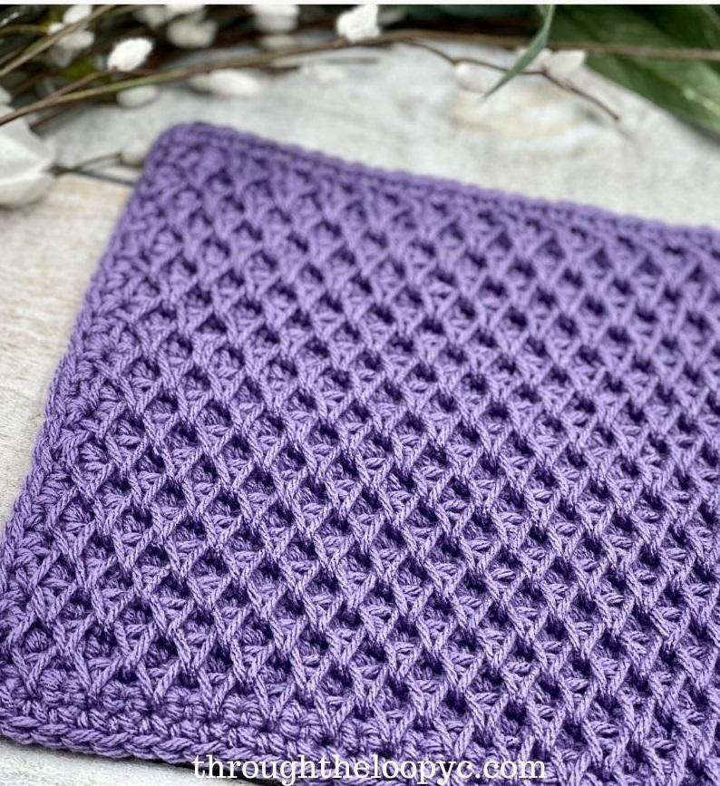 tissu au crochet violet