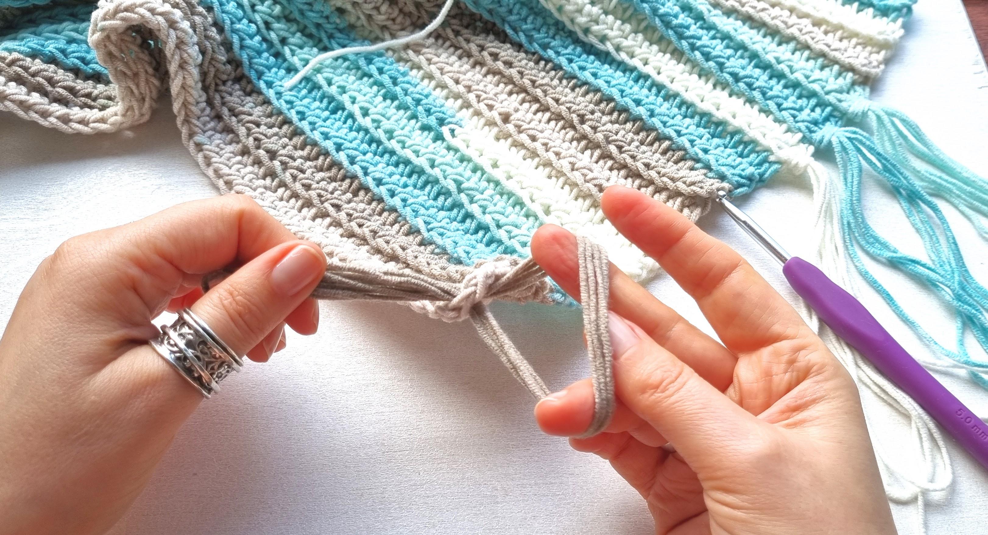 attacher une frange à une écharpe au crochet